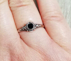 black onyx circle design sterling silver ring in size 8