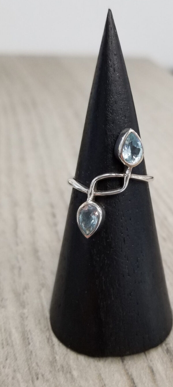 blue topaz and sterling silver ring size 6