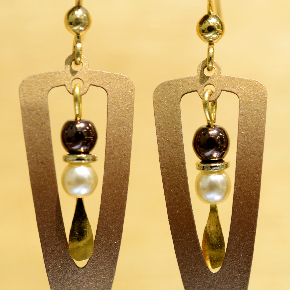 Adajio earrings brown triangle with beads