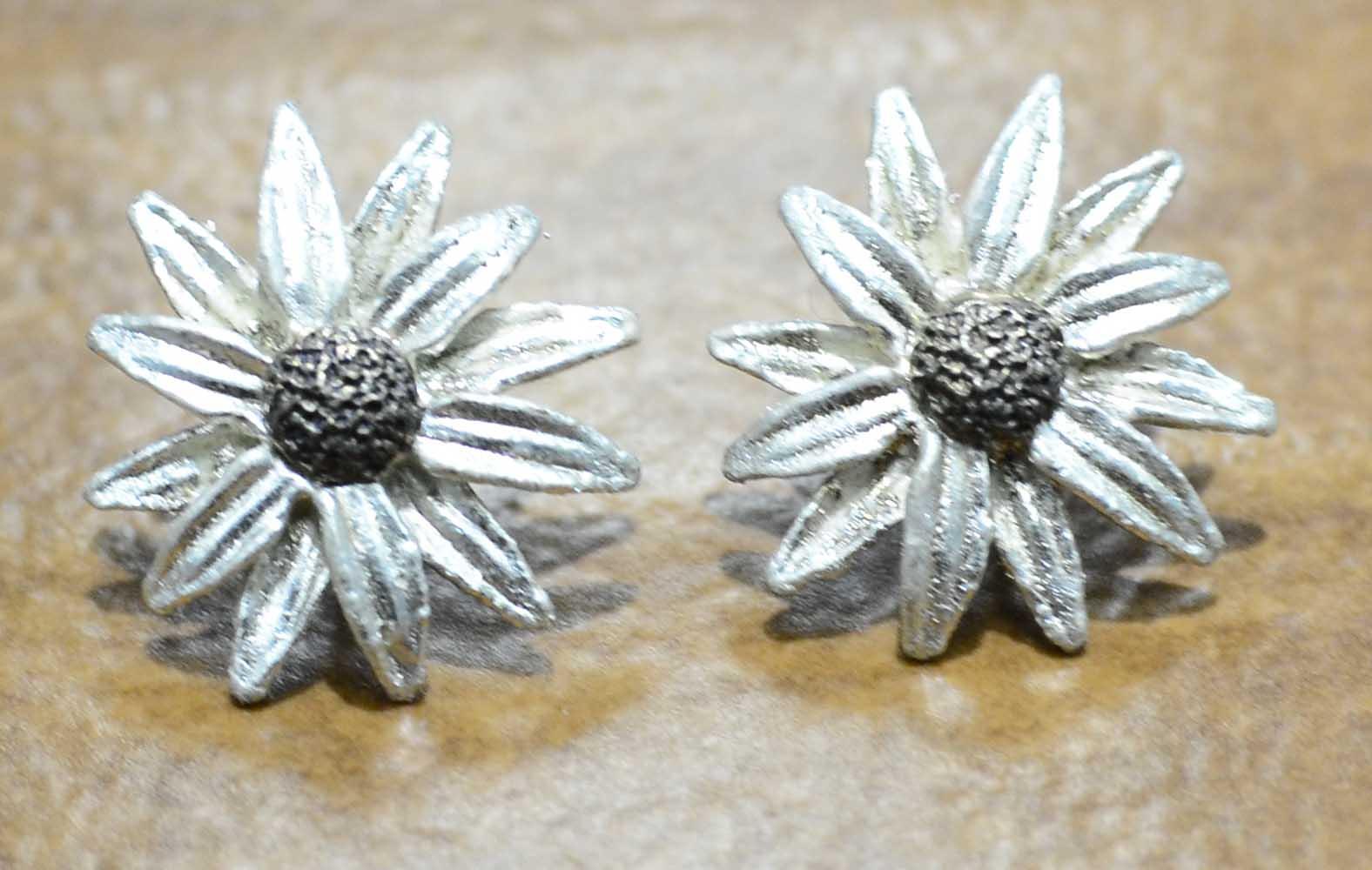 Michael Michaud Silver Seasons Daisy flower post earrings