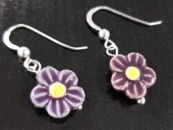 dark purple daisy earrings