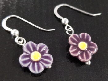 dark purple daisy earrings