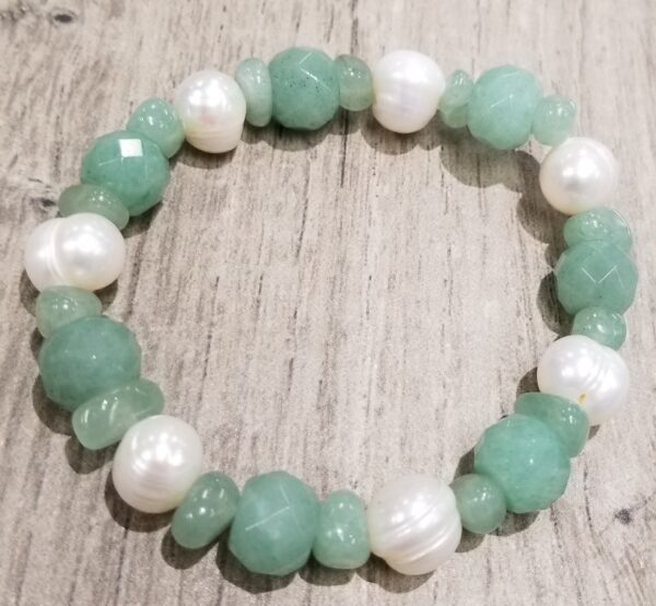 green aventurine and fresh water pearl stretch bracelet