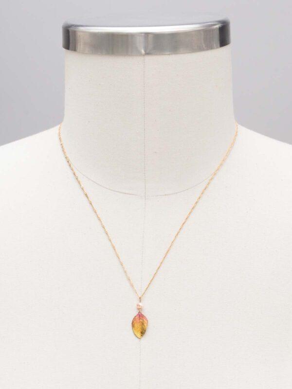 adjustable length leaf necklace by jewelry designer Holly Yashi
