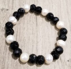 faceted black onyx and fresh water pearl bracelet