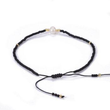 adjustable macramé closure of bracelet
