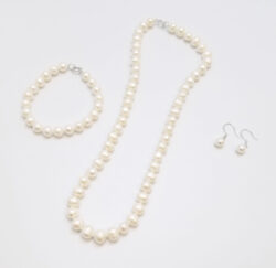 pearl jewelry set -pearl bracelet, pearl necklace, pearl earrings