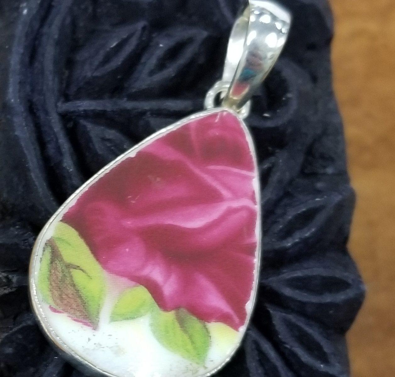 red rose ceramic pendant