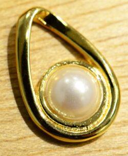 Handmade white freshwater pearl in 14k gold vermeil pendant