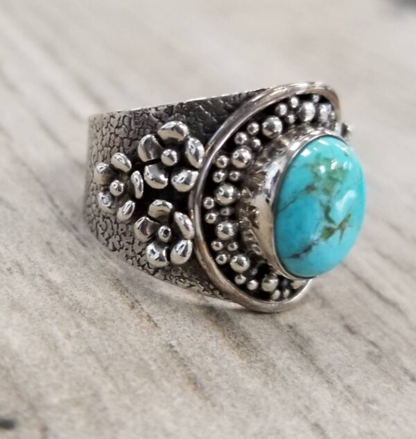 turquoise and silver ring with flowers on sides